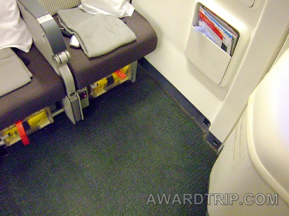 広くて快適なはずのJAL国際線エコノミークラス非常口席を座席 ...